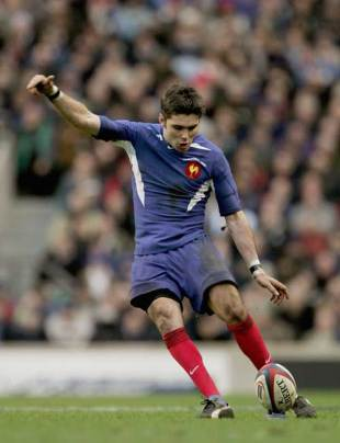 Dimitri Yachvili kicks for goal during France's win over England at Twickenham, February 13 2005