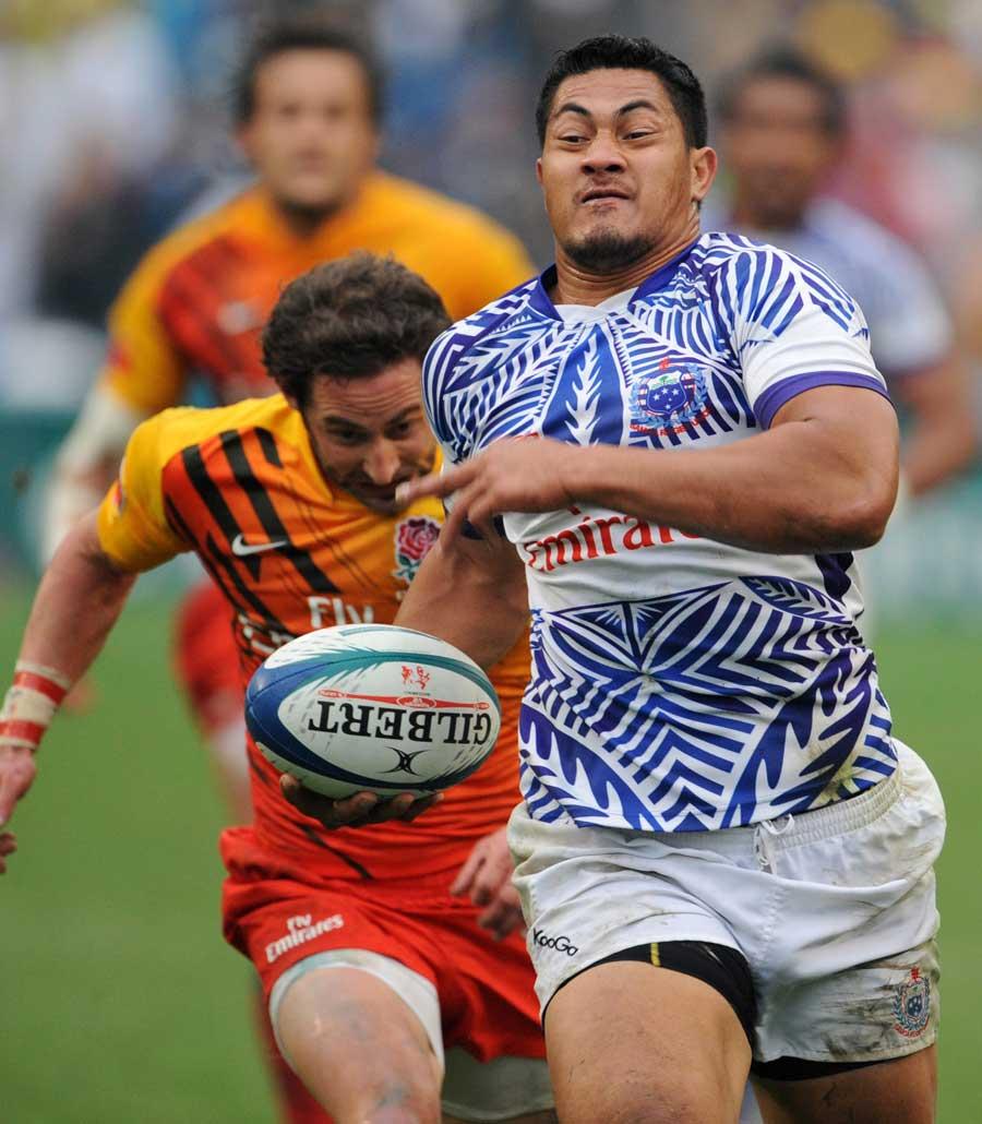 Samoa's Alafoti Faosiliva out paces England's Ben Gollings