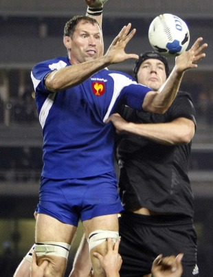 France's Olivier Magne claims a lineout