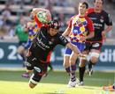 Toulon No.8 Joe van Niekerk dives in to score