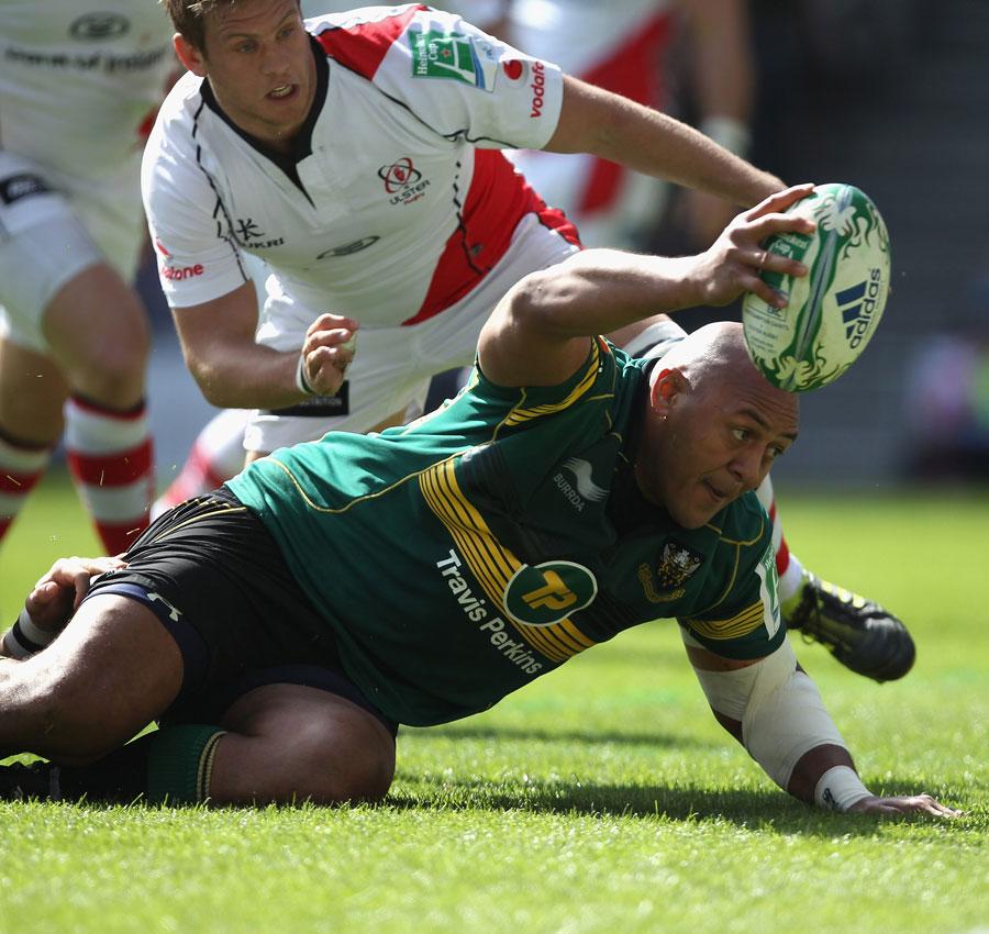 Northampton prop Soane Tonga'uiha reaches out to score