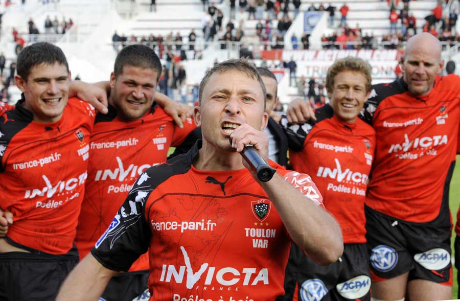 Toulon's Pierre Mignoni performs 'Pilou Pilou'