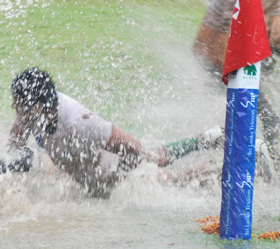 Nuwan Hettarachchi dives in to score for Sri Lanka, Sri Lanka v United Arab Emirates, Asian Five Nations, Colombo, April 23, 2011