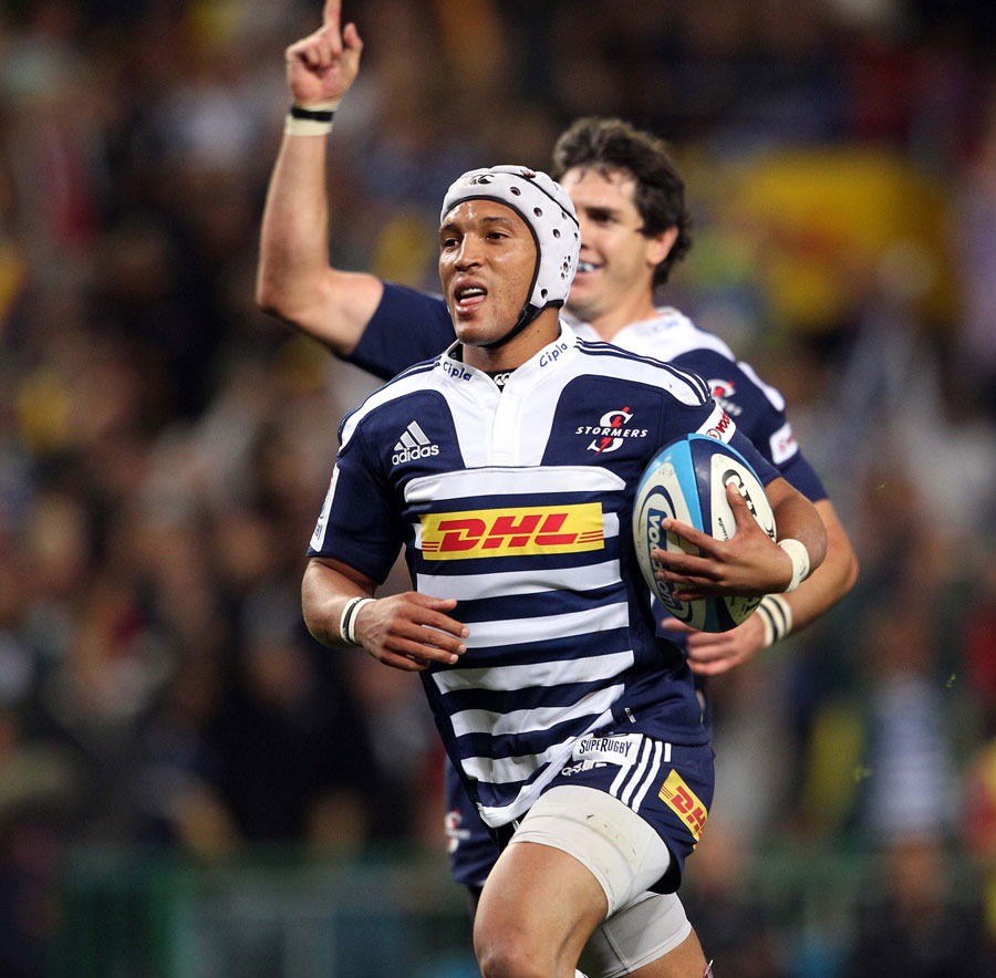 Stormers wing Gio Aplong cruises through to score