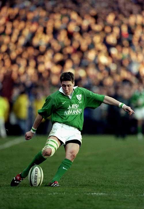 Ronan O' Gara kicks fo goal