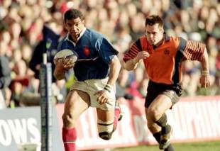Emile Ntamack breaks clear of Scotland's Kenny Logan during France's 28-16 win at Murrayfield, March 4 2000
