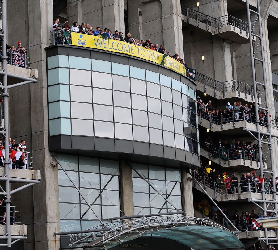 Fans gather to watch the teams arrive at Twickenham