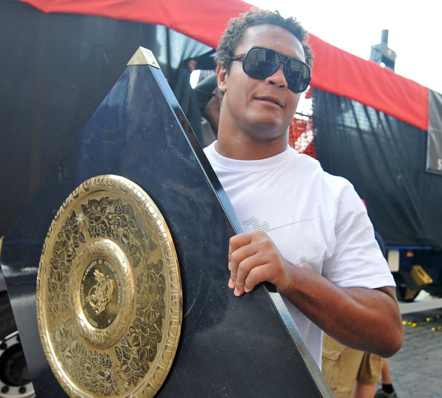 Toulouse skipper Thierry Dusautoir parades the Bouclier de Brennus