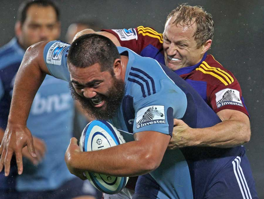 The Highlanders' Tony Brown attempts to tackle the Blues' Charlie Faumuina