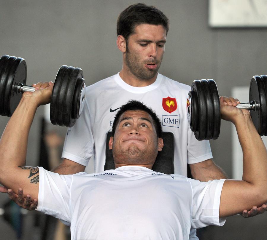 France's Dimitri Yachvili spots team-mate Raphael Lakafia