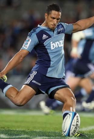 Stephen Brett kicks for the posts, Blues v Waratahs, Eden Park, Auckland, New Zealand, April 16. 2011