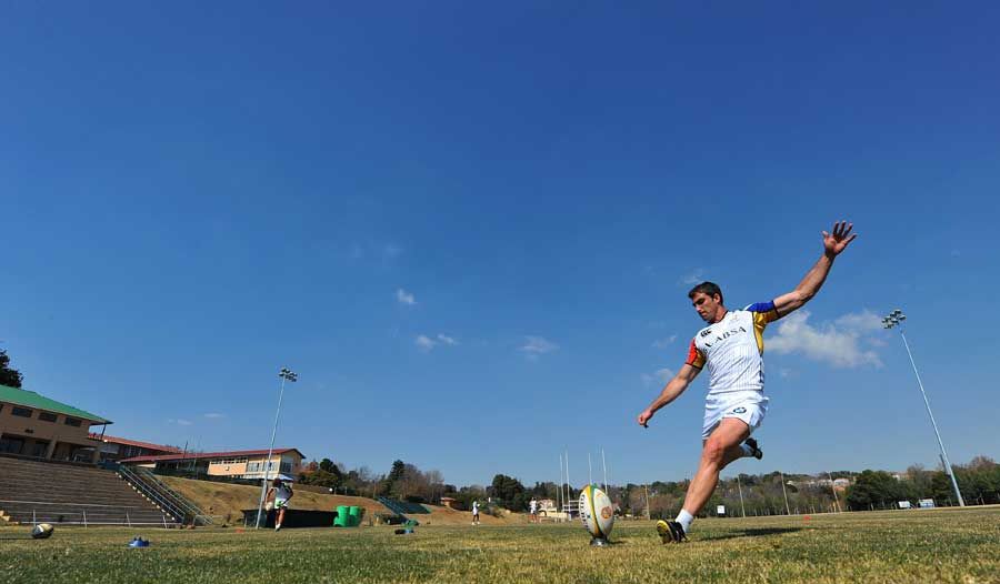 Ruan Pienaar goes for the posts during Springboks training