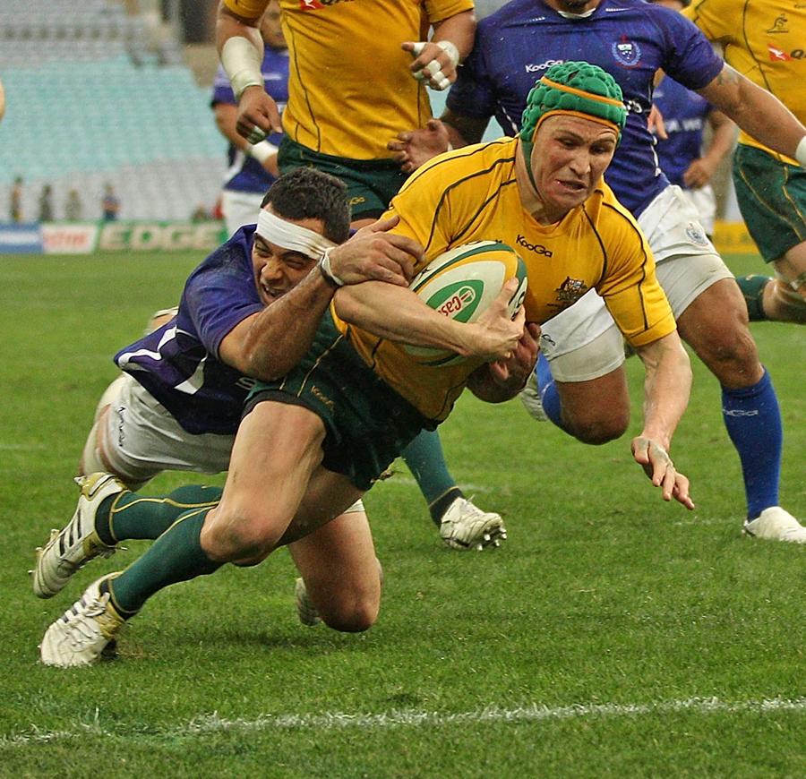 Australia's Matt Giteau crosses for a try