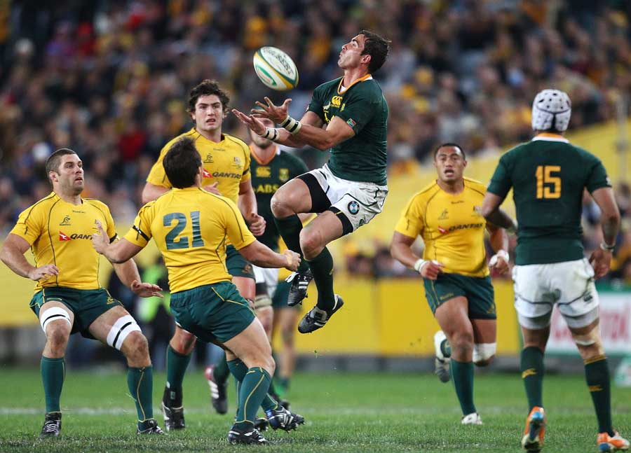 South Africa's Ruan Pienaar tries to claim a high ball