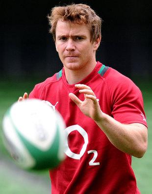 Ireland scrum-half Eoin Reddan keeps his eye on the ball
