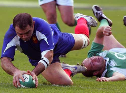 Raphael Ibanez grounds the ball against Ireland