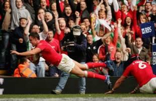 Lee Byrne dives for the corner