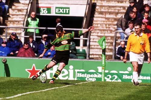 Paul Grayson kicks for goal against Munster