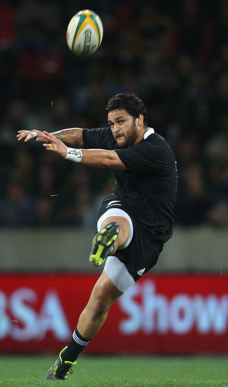 New Zealand's Piri Weepu attempts a kick