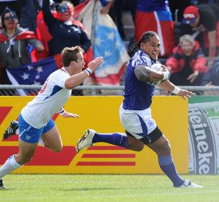 Samoa wing Alesana Tuilagi races away to score