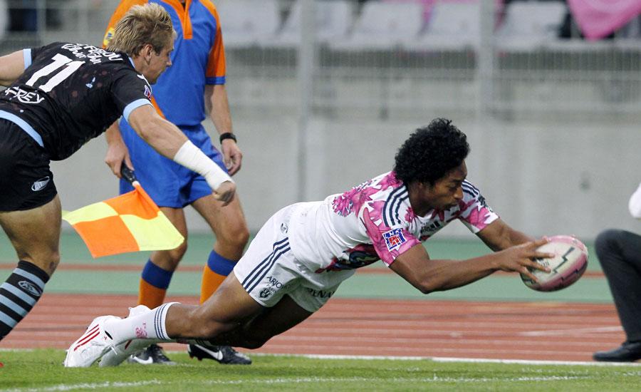 Stade Francais winger Francis Fainifo dives to score