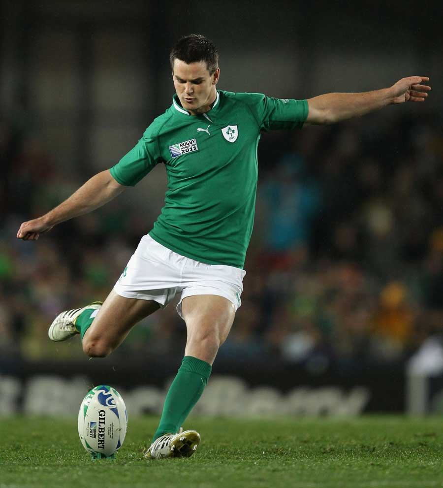 Ireland's Jonathan Sexton slots the penalty