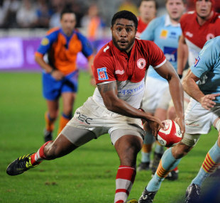 Biarritz centre Ilikena Bolakoro shapes to pass the ball wide