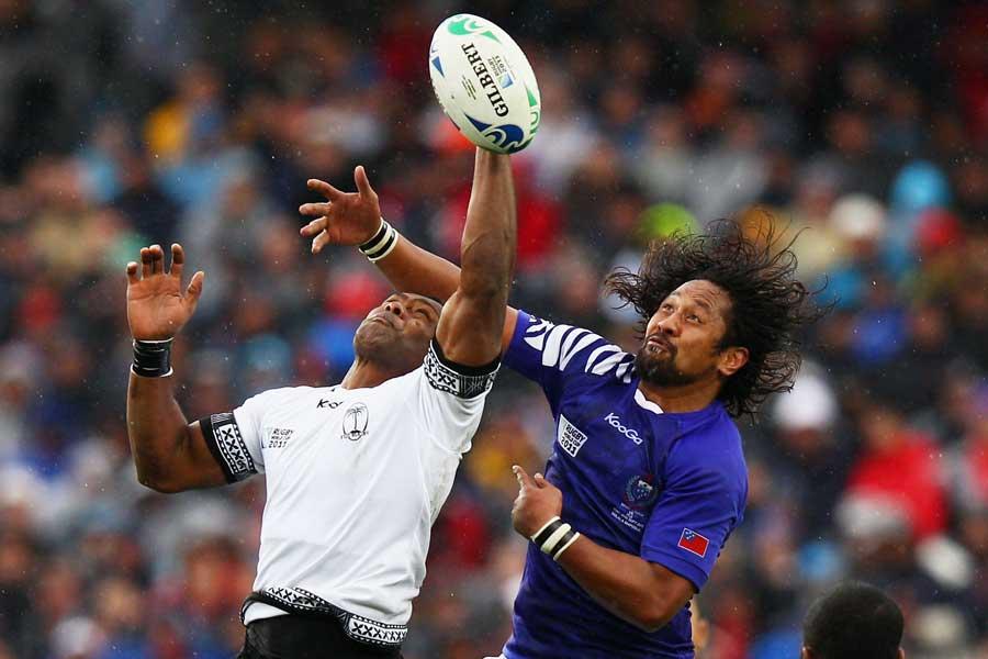 Samoa's Seilala Mapusua contests the high ball with Vereniki Goneva