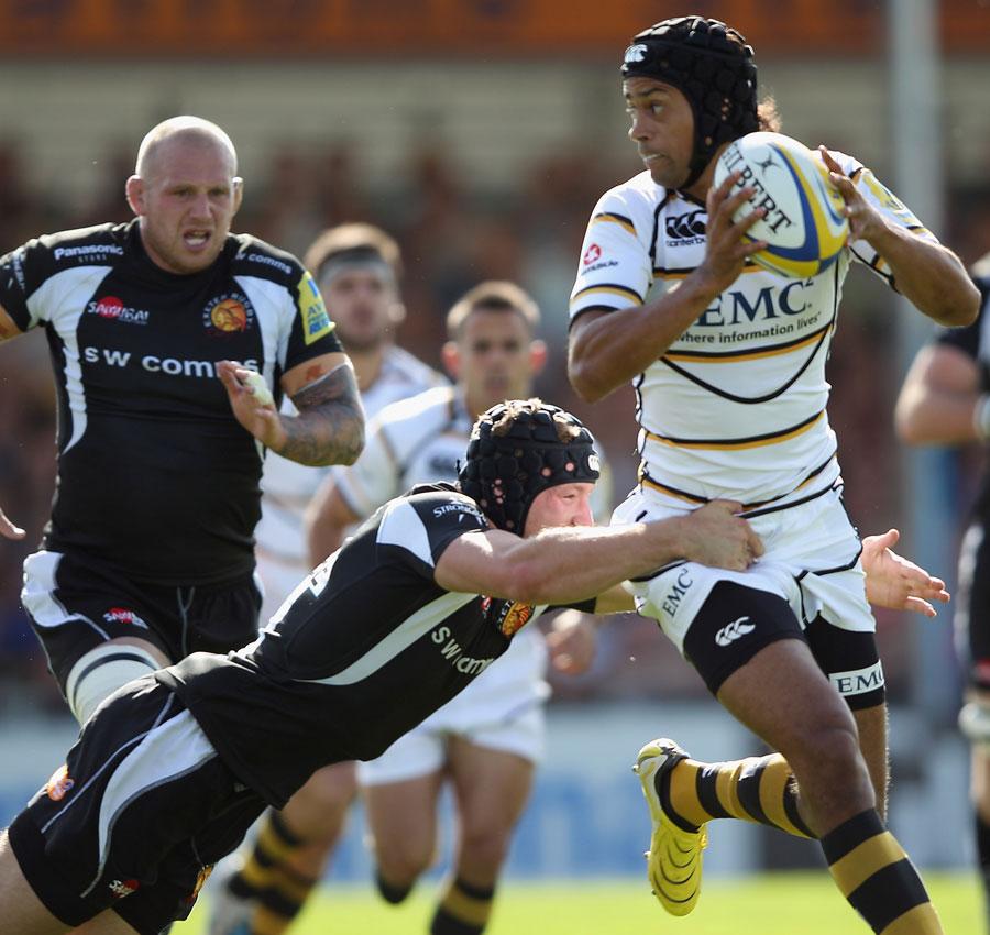 Wasps fullback Richard Haughton looks for support