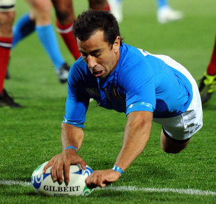 Italy fly-half Luciano Orquera dives over to score, Italy v United States, Rugby World Cup, Trafalgar Park, Nelson, New Zealand, September 27, 2011