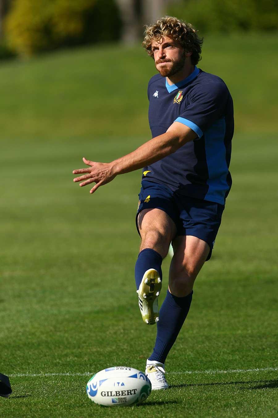 Italy's Mirco Bergamasco eyes up the posts during training