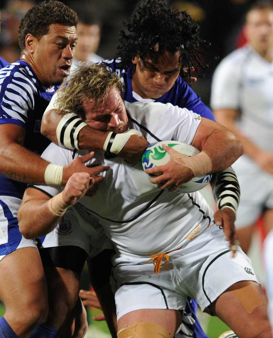 South Africa's Jannie du Plessis finds himself wrapped up