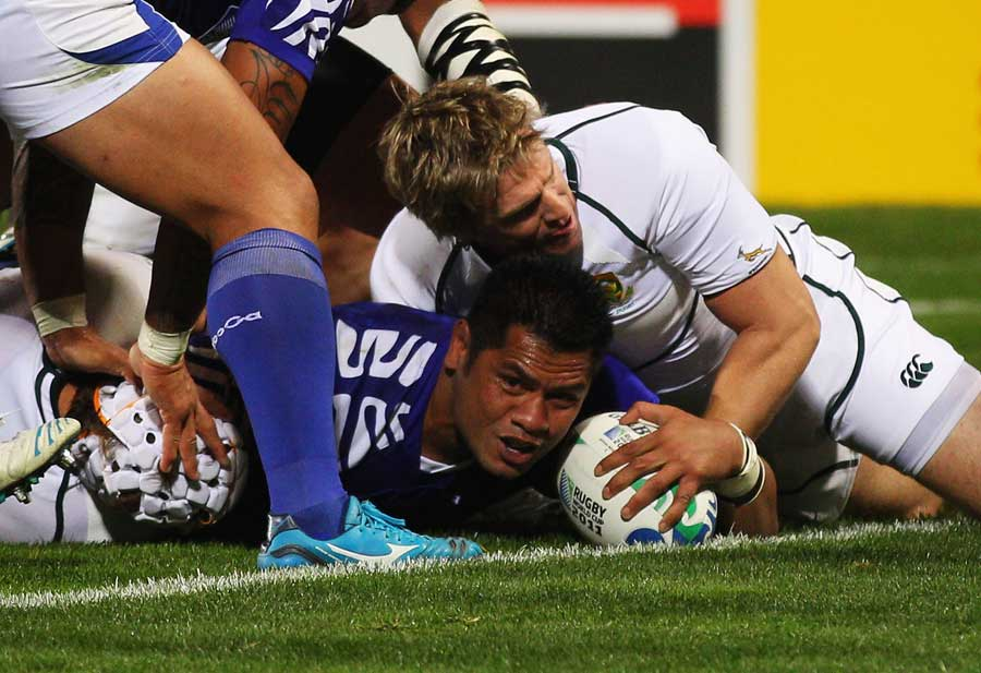 Samoa's George Stowers stretches across the line