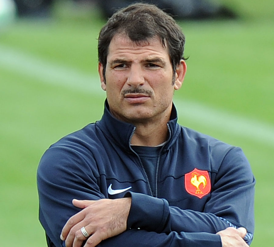 France coach Marc Lievremont casts an eye over his side