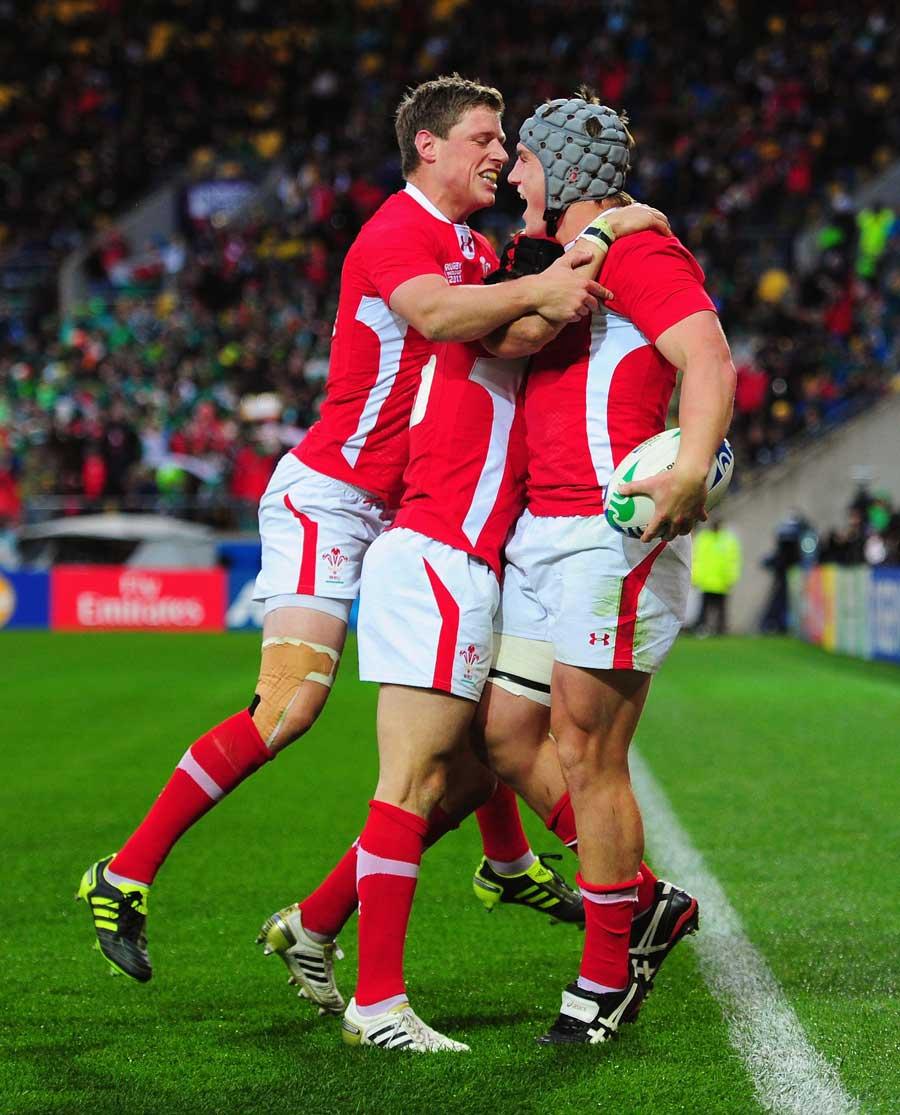 Wales celebrate Jonathan Davies' try