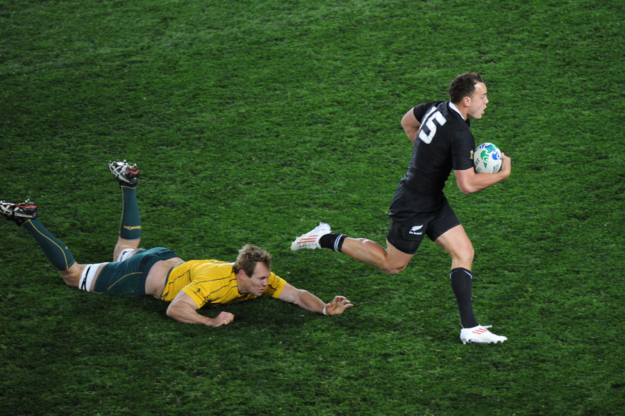 New Zealand's Israel Dagg leaves Australia's Rocky Elsom in his wake