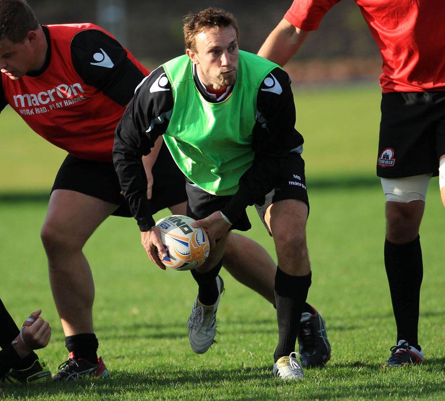 Edinburgh's Mike Blair looks to shift the ball in training