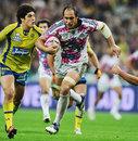 Stade Francais' Sergio Parisse exploits a gap