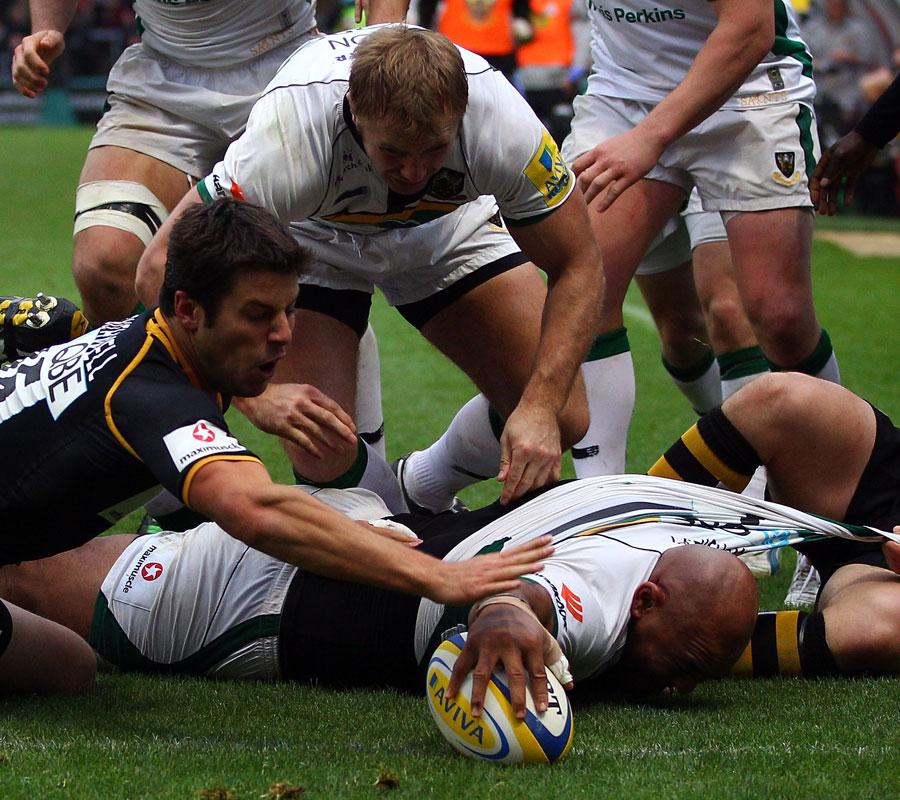 Northampton's Soane Tonga'uiha stretches out to score
