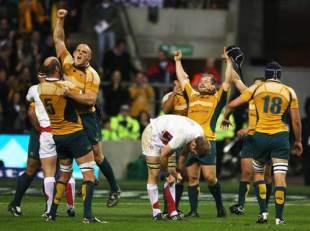 Australia celebrate after defeating England at Twickenham, November 15 2008