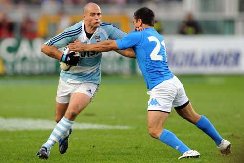 Felipe Contepomi hands off Luciano Orquera