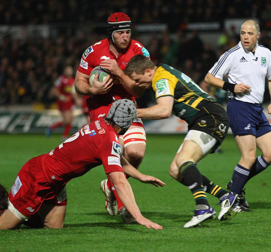 The Scarlets' Matt Gilbert powers towards the line
