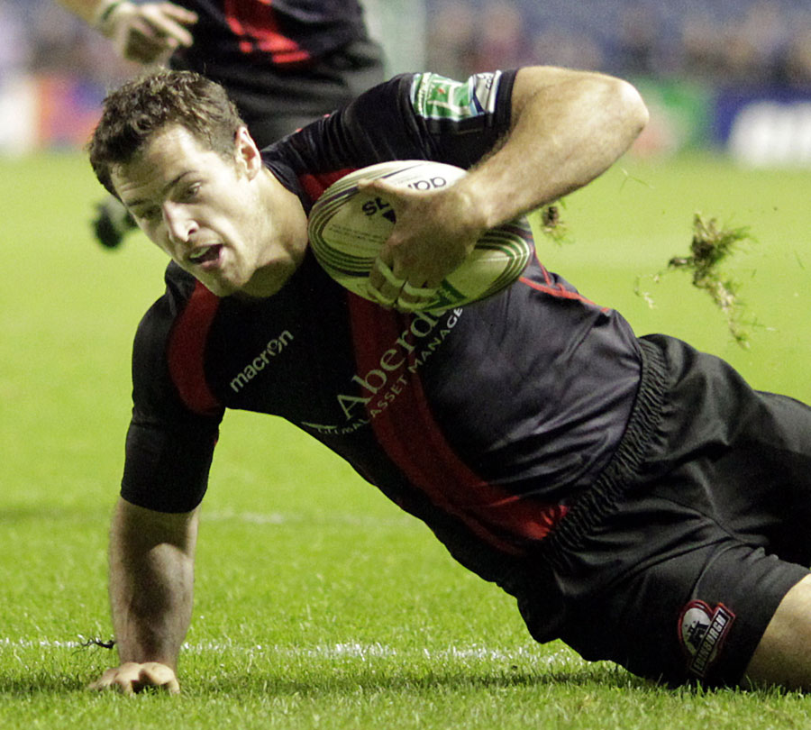 Edinburgh's Tom Visser touches down for a match-winning try