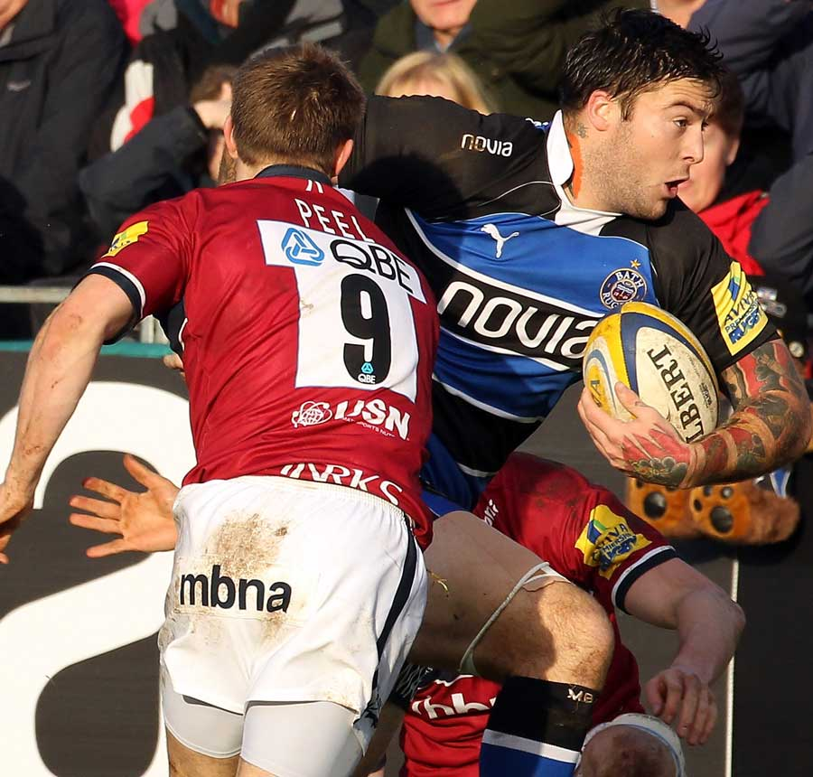 Bath's Matt Banahan breaks away from Sale's Dwayne Peel