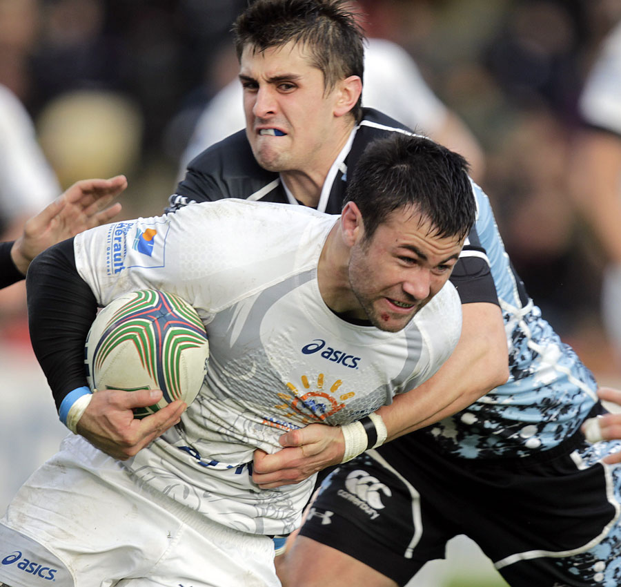 Glasgow's Peter Murchie tries to stop Montpellier's Paul Bosch