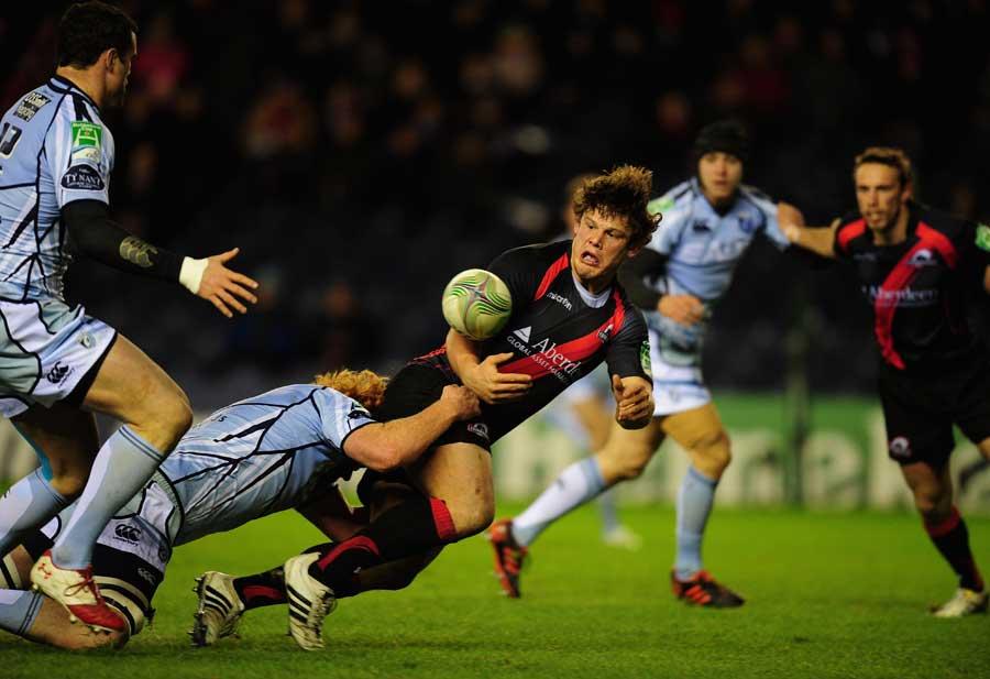 Edinburgh hooker Ross Ford forces an offload