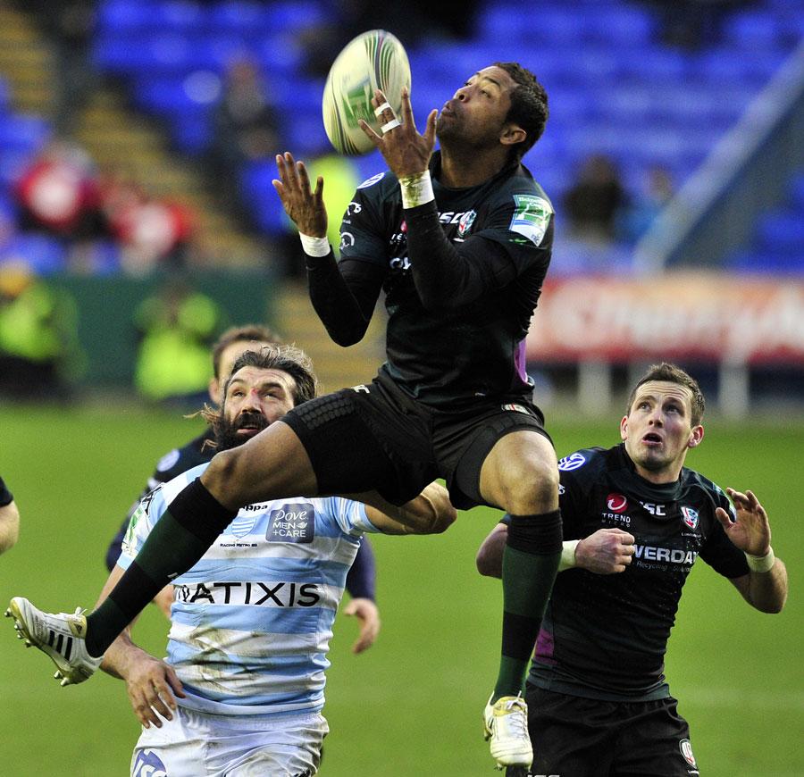 London Irish fullback Delon Armitage claims a high ball