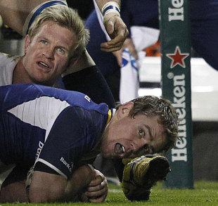Leinster's Eoin Reddan touches down against Bath