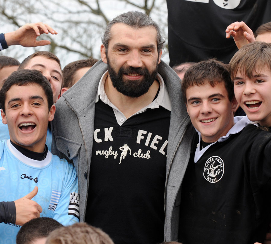 Sebastien Chabal meets some young players