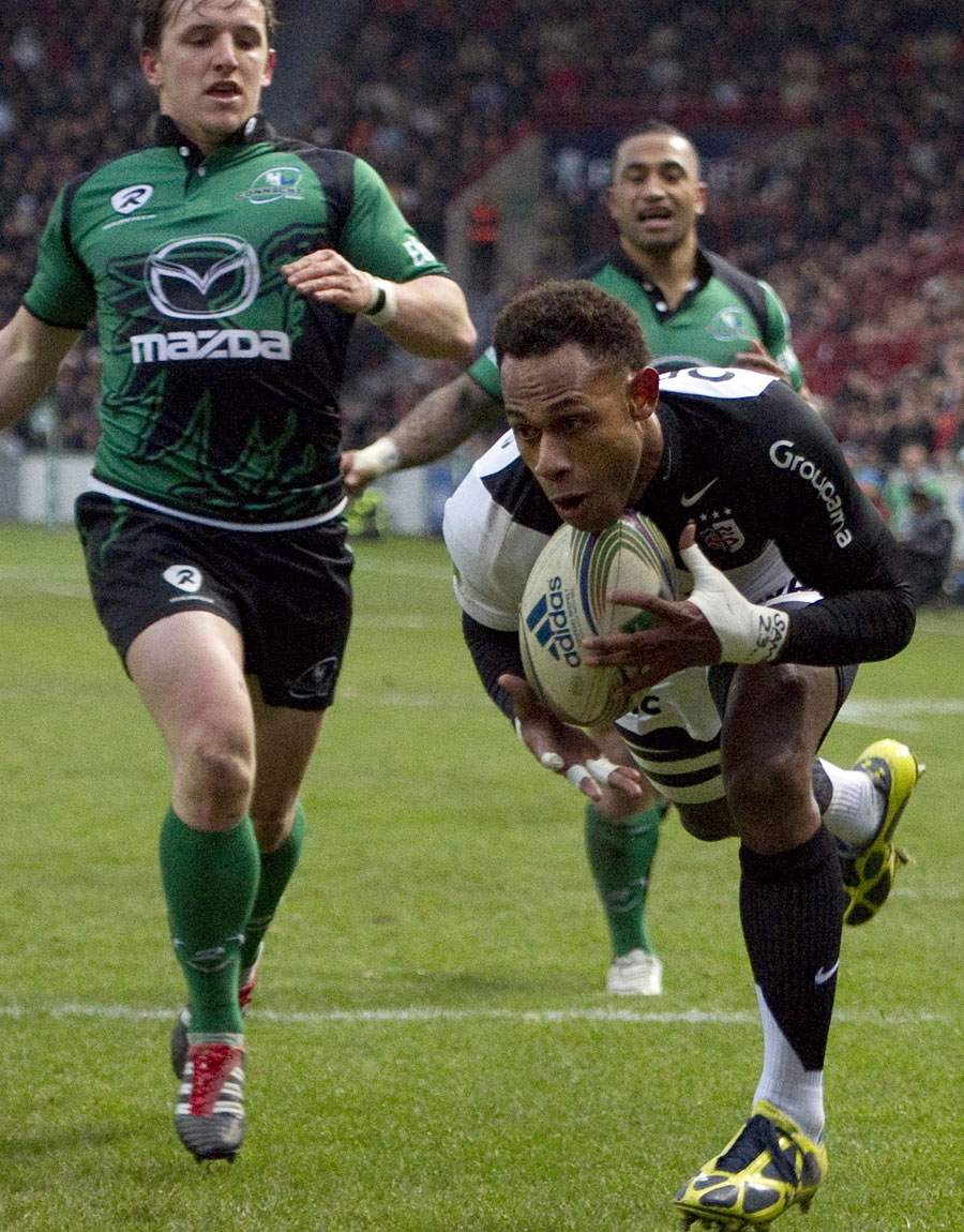 Toulouse's  Timoci Matanavou dives in to score